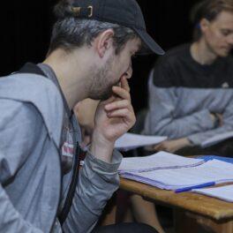 Полным  ходом идет работа над «Свидетелем обвинения» по пьесе Агаты Кристи, премьера которого состоится уже в мае!