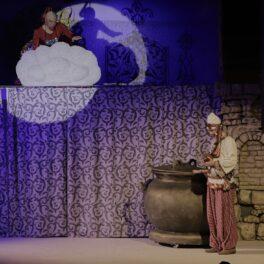 17 июня в 10:30 Сарапульский театр покажет детский музыкальный спектакль «Волшебная лампа Аладдина» в Доме культуры Радиозавода